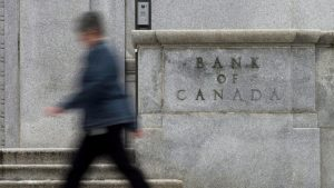 Bank of Canada warns of bumpy economic start to 2021 despite vaccine rollout