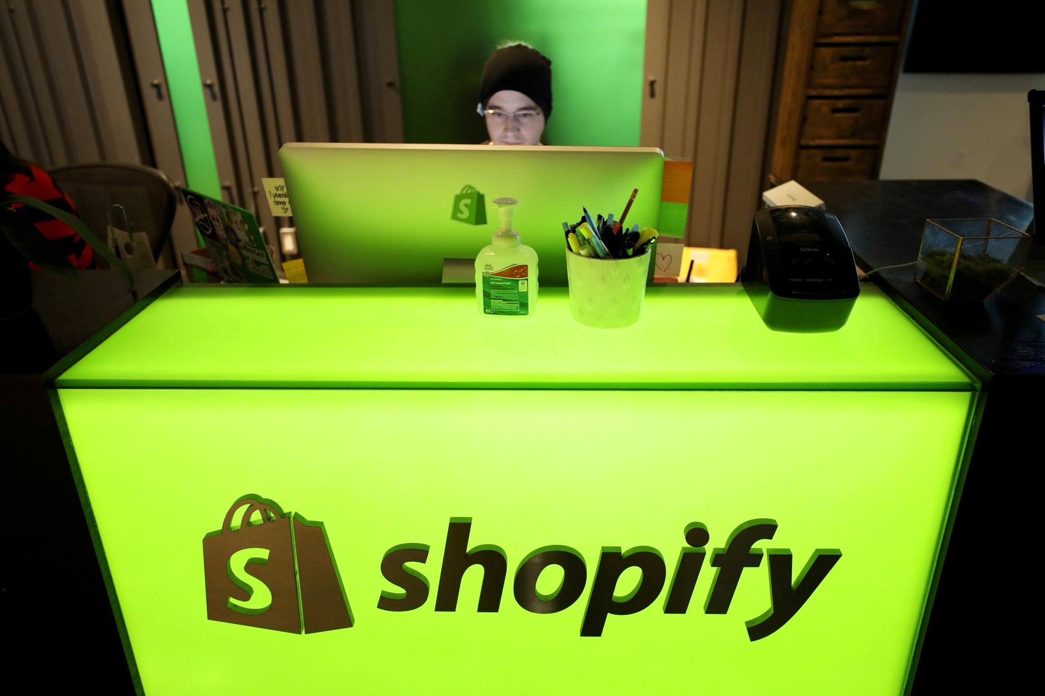 Canada's Shopify buys contract to suck CO2 from air to cut emissions