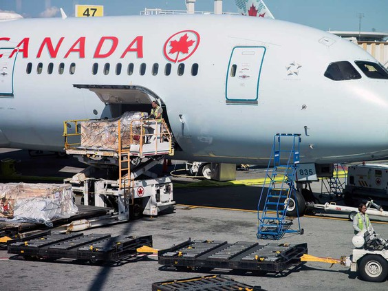 Air Canada stock closes down slightly as investors, analysts assess bailout terms