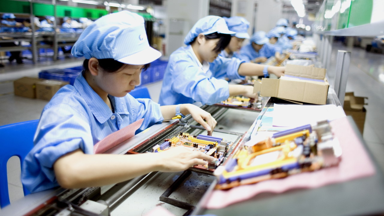 Apple, Tesla Suppliers Halt Production as China Runs Out of Power